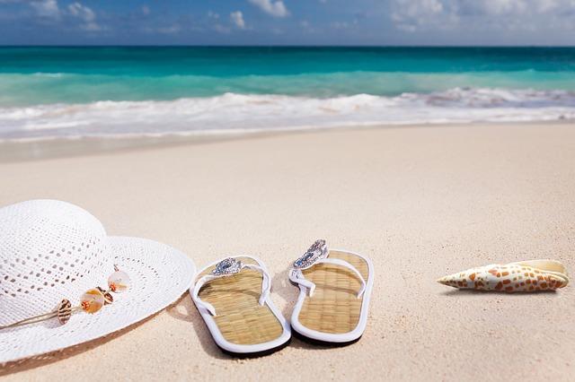 pantofle na pláži