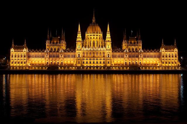 maďarský parlament.jpg