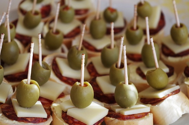 jednohubky s olivami.jpg
